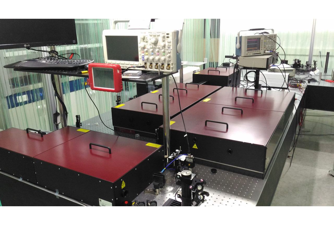 REUS-C customized system: two amplification stages (2 mJ and 20 mJ outputs, 10 Hz, 40 fs) and two independent compressors for each beamline