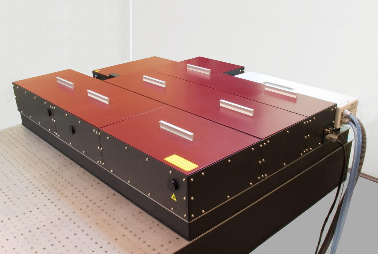 Ultrafast one-box amplifier system REUS-3m20 (3 mJ, 20 Hz, 35 fs)